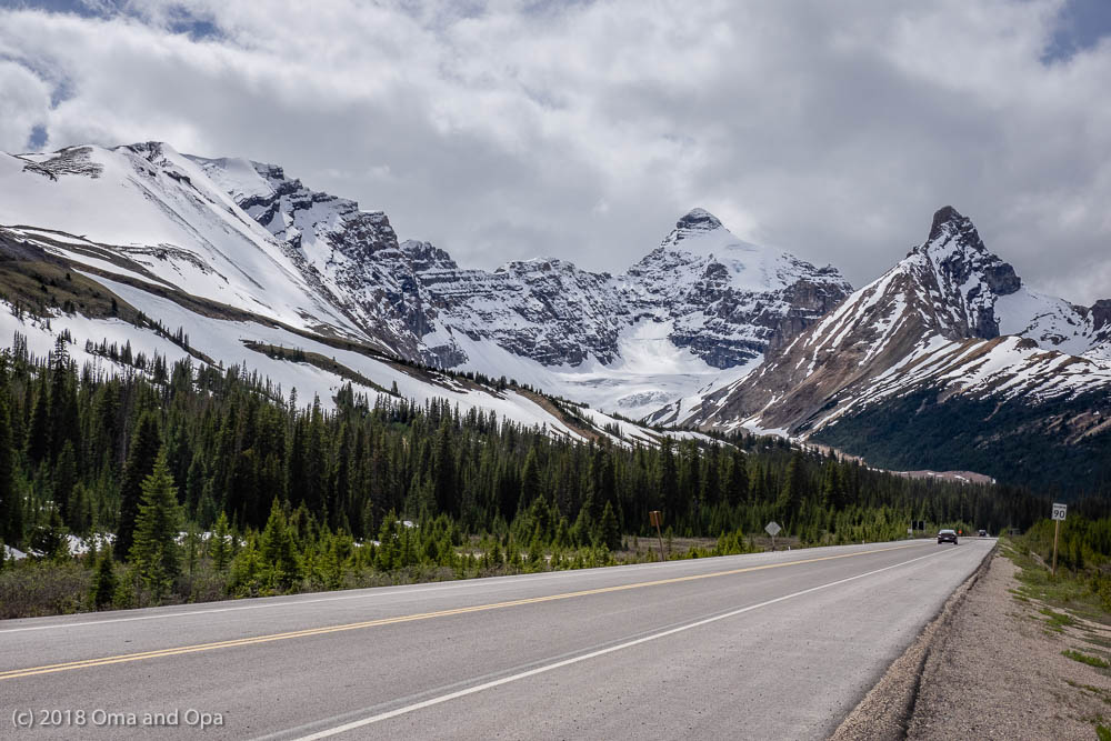 Heading Up the Icefields Parkway – June 2018